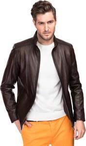 Brązowa kurtka giacomo conti w rockowym stylu