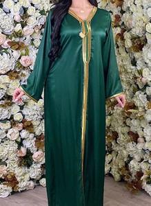 Zielona sukienka Arilook z długim rękawem maxi