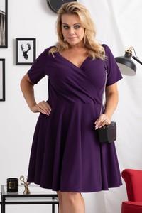 Fioletowa sukienka KARKO z tkaniny z dekoltem w kształcie litery v