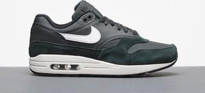 Zielone buty sportowe Nike ze skóry w sportowym stylu