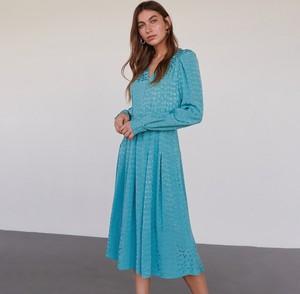 Turkusowa sukienka Reserved z dekoltem w kształcie litery v rozkloszowana midi