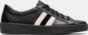 Sneakersy Kazar sznurowane z płaską podeszwą