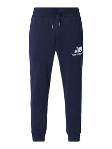 Granatowe spodnie New Balance z dresówki z nadrukiem