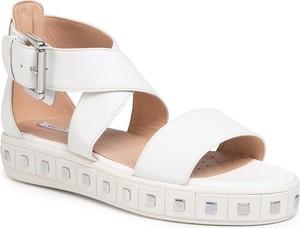 Sandały Geox z klamrami w stylu casual