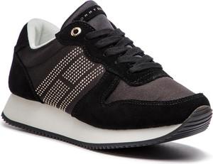 Sneakersy Tommy Hilfiger ze skóry w młodzieżowym stylu z płaską podeszwą