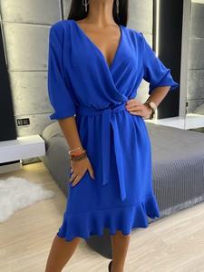 Niebieska sukienka ModnaKiecka.pl kopertowa w stylu casual z dekoltem w kształcie litery v