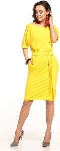 Żółta sukienka Tessita z krótkim rękawem w stylu casual ołówkowa