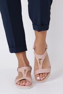 Sandały Casu w stylu casual z klamrami