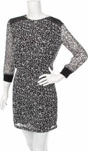 Sukienka Costume Nemutso prosta mini z okrągłym dekoltem