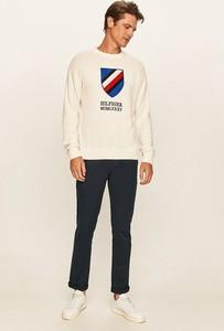 Sweter Tommy Hilfiger w młodzieżowym stylu z okrągłym dekoltem
