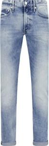 Jeansy Calvin Klein w street stylu