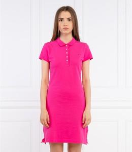 Różowa sukienka Tommy Hilfiger w stylu casual z krótkim rękawem dopasowana