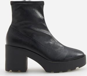 Czarne botki Reserved w stylu casual na platformie