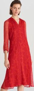 Czerwona sukienka Reserved z jedwabiu midi z długim rękawem