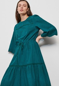 Sukienka Reserved z okrągłym dekoltem w stylu casual z długim rękawem
