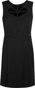 Czarna sukienka Guess z tkaniny