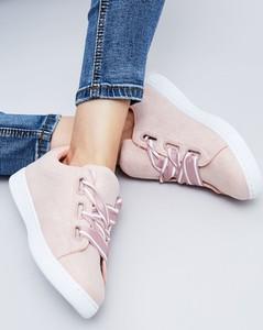 Różowe trampki moodo.pl w stylu casual sznurowane