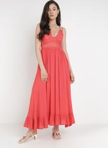 Czerwona sukienka born2be z dekoltem w kształcie litery v na ramiączkach maxi
