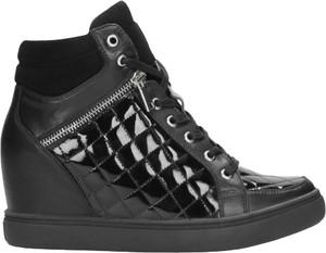 Sneakersy Wojas ze skóry sznurowane na koturnie