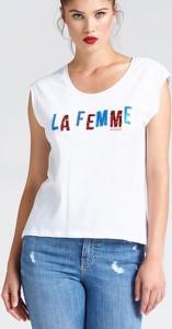 T-shirt Guess w młodzieżowym stylu z bawełny z okrągłym dekoltem