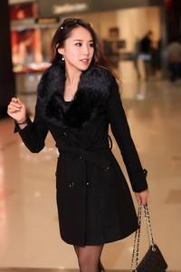 Czarny płaszcz Estera