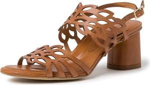 Brązowe sandały Tamaris ze skóry z klamrami