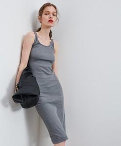 Sukienka Reserved midi dopasowana na ramiączkach