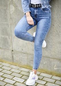 Niebieskie jeansy Fason w street stylu z jeansu