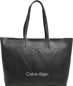 Czarna torebka Calvin Klein na ramię ze skóry
