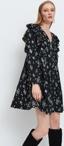 Sukienka Mohito w stylu boho z długim rękawem oversize