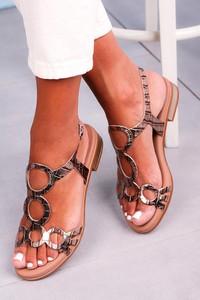 Złote sandały Maciejka z klamrami z płaską podeszwą w stylu casual