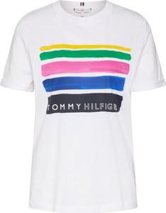 Bluzka Tommy Hilfiger w młodzieżowym stylu