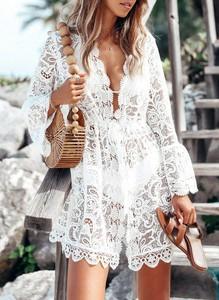 Sukienka Sandbella mini z dekoltem w kształcie litery v