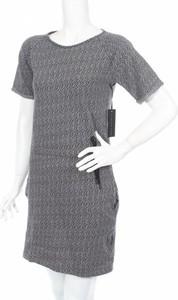 Sukienka Ezekiel mini prosta w stylu casual
