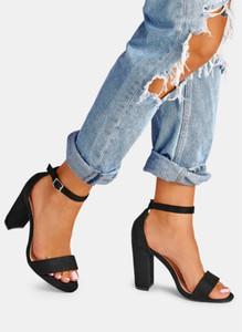 Czarne sandały DeeZee w stylu glamour na słupku z klamrami