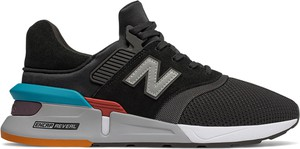 Czarne buty sportowe New Balance sznurowane w sportowym stylu