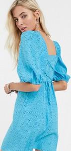 Niebieska sukienka Reclaimed Vintage mini z długim rękawem