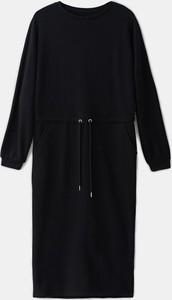 Czarna sukienka Mohito z dresówki