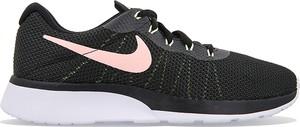 Granatowe buty sportowe Nike w street stylu sznurowane roshe