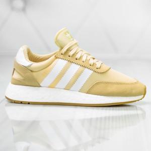 Żółte buty sportowe Adidas w sportowym stylu
