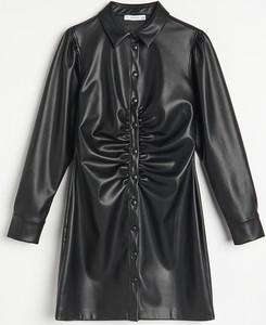 Sukienka Reserved ze skóry mini koszulowa