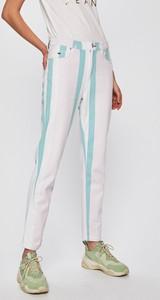 Jeansy Tommy Jeans z bawełny