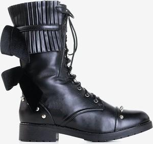 Czarne trapery damskie Royalfashion.pl z płaską podeszwą sznurowane