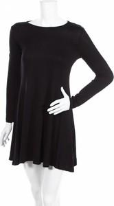 Czarna sukienka Trueprodigy z okrągłym dekoltem mini w stylu casual