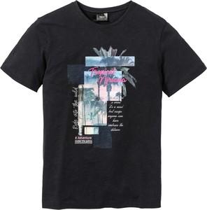 T-shirt bonprix bpc bonprix collection z nadrukiem w młodzieżowym stylu z krótkim rękawem