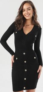 Czarna sukienka born2be z dekoltem w kształcie litery v